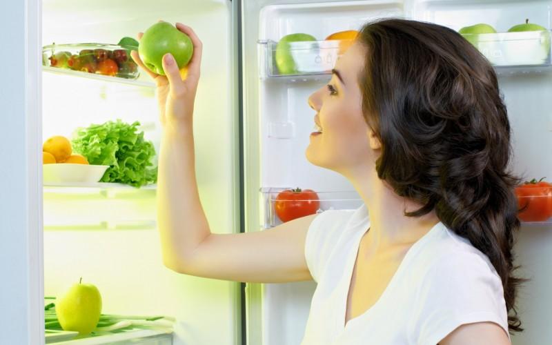 Свежая еда в холодильнике